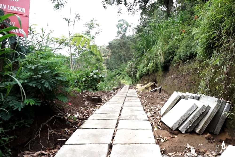 Jalan ke Air Terjun Sirah Kencong
