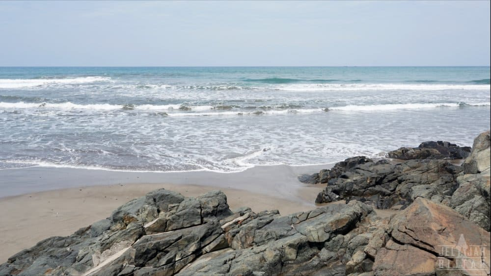 Pantai Jolosutro Sisi Barat