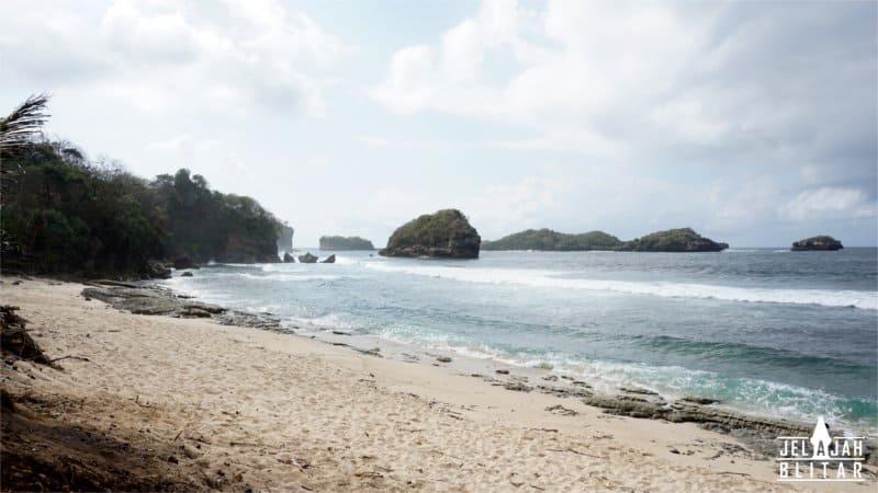 Pantai Peh Pasir Putih Sumbersih