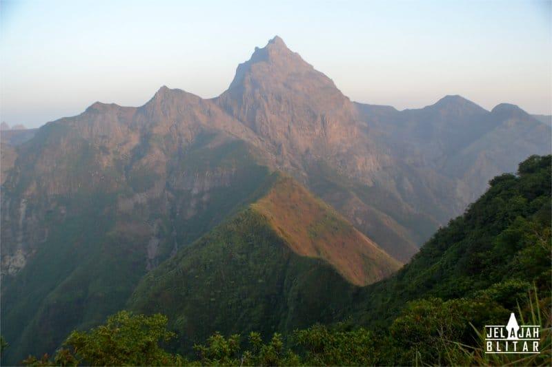 Pemandangan Gunung Kelud dari Pos 3