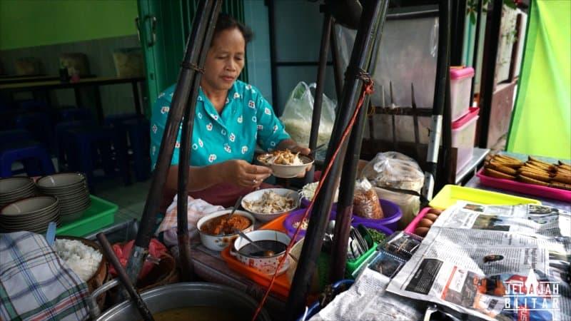 Penjual Soto Pangkru