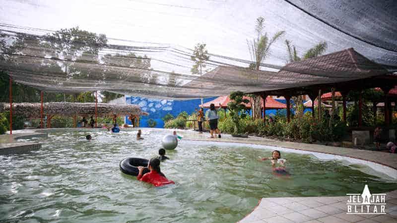 Kolam Renang di Kampung 1001