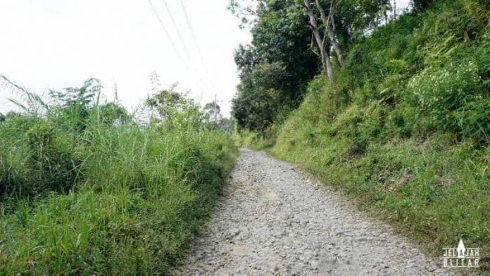 Jalan ke Sirah Kencong via Semen