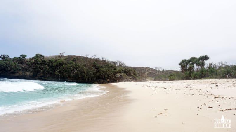 Fasilitas Pantai Pudak di Blitar