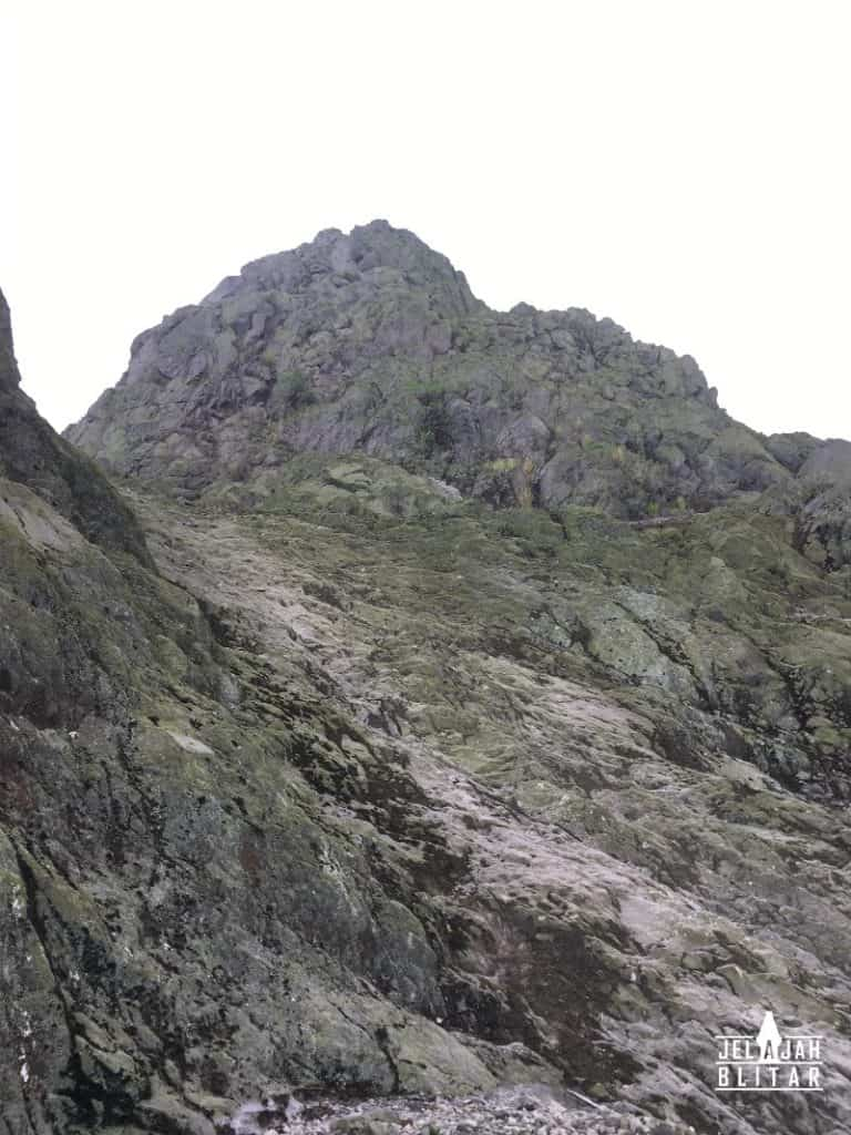Dinding ratapan menuju puncak Gunung Kelud via Karangrejo