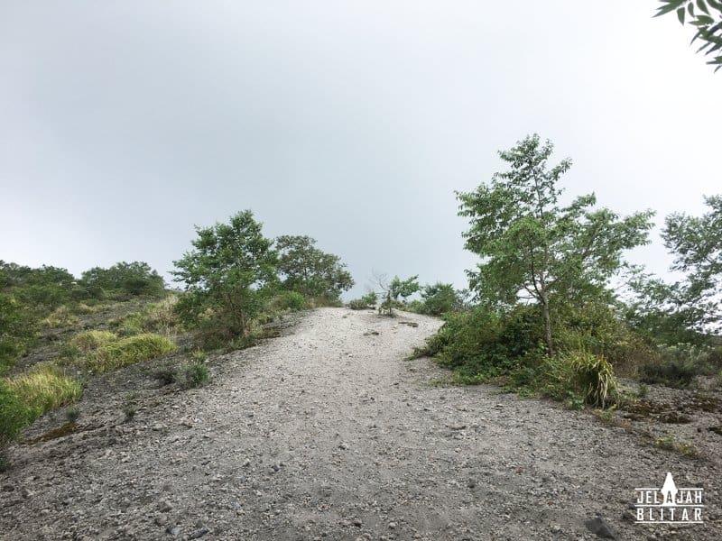 Menuju Puncak Botak, Batas Vegetasi di Gn Kelud