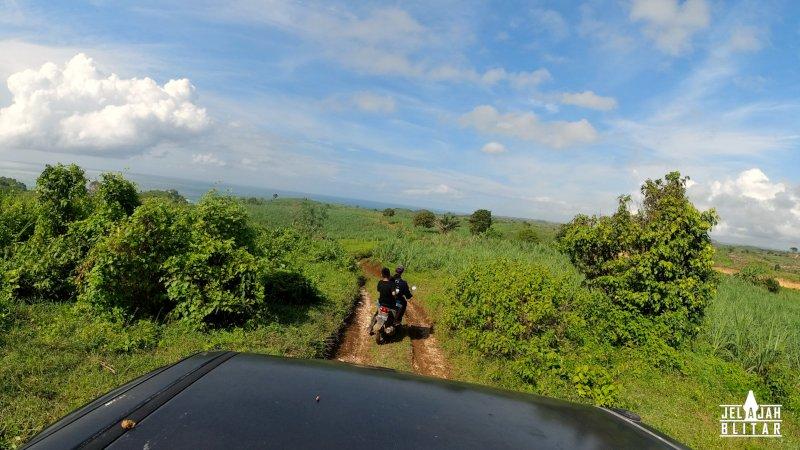 Akses jalan ke Pantai Dung Dowo