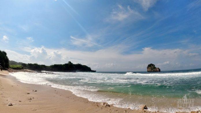 Pantai Bakung Blitar